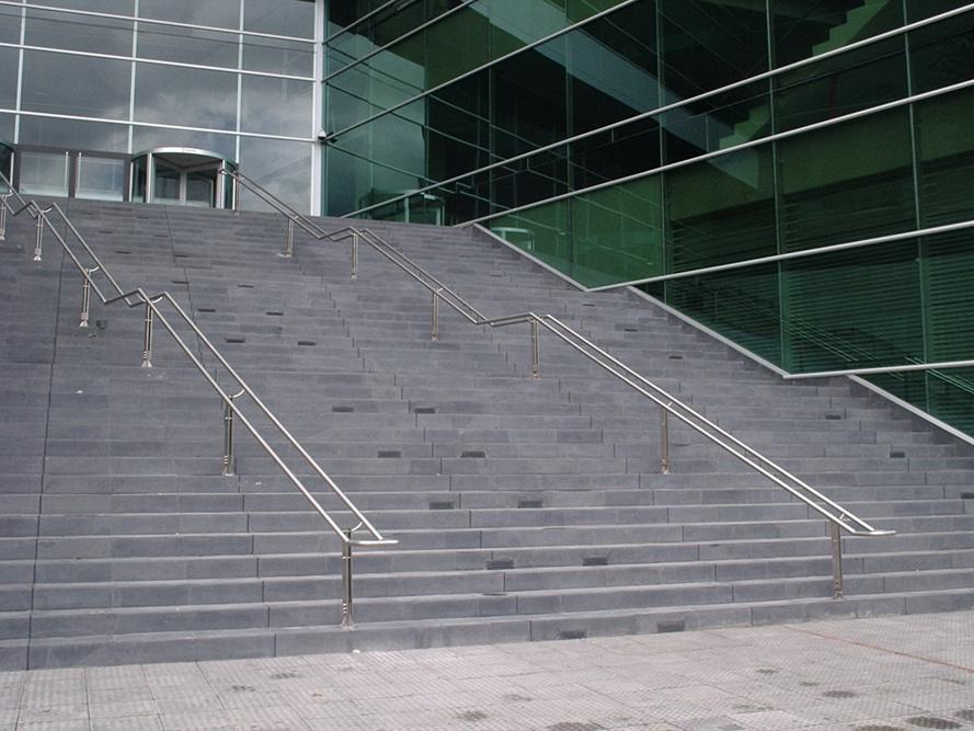 Instalacion de escaleras en acero inoxidable