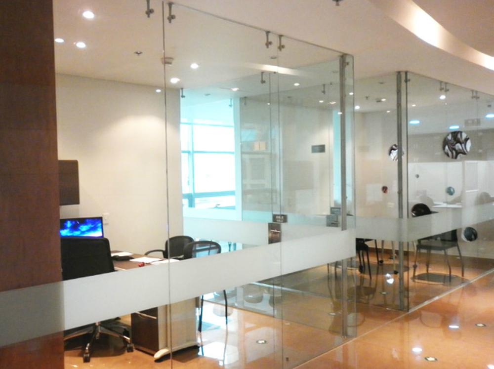 mejor visibilidad de los empleados mientras laboran y de los muebles